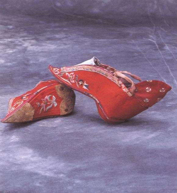 รองเท้าผู้หญิง ชาวจีน โบราณ