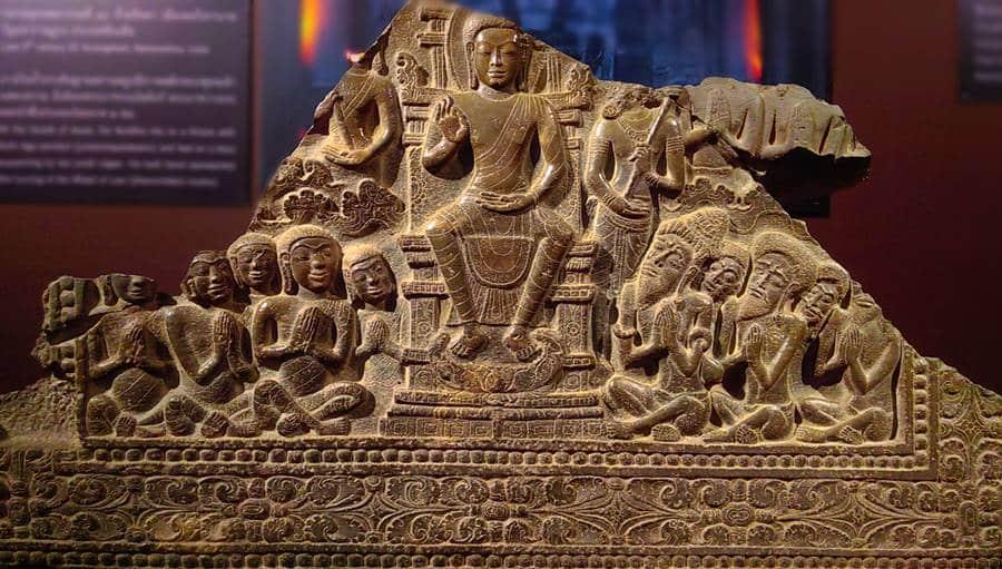 ภาพสลักพระพุทธเจ้าทรงแสดงเทศนาธรรม